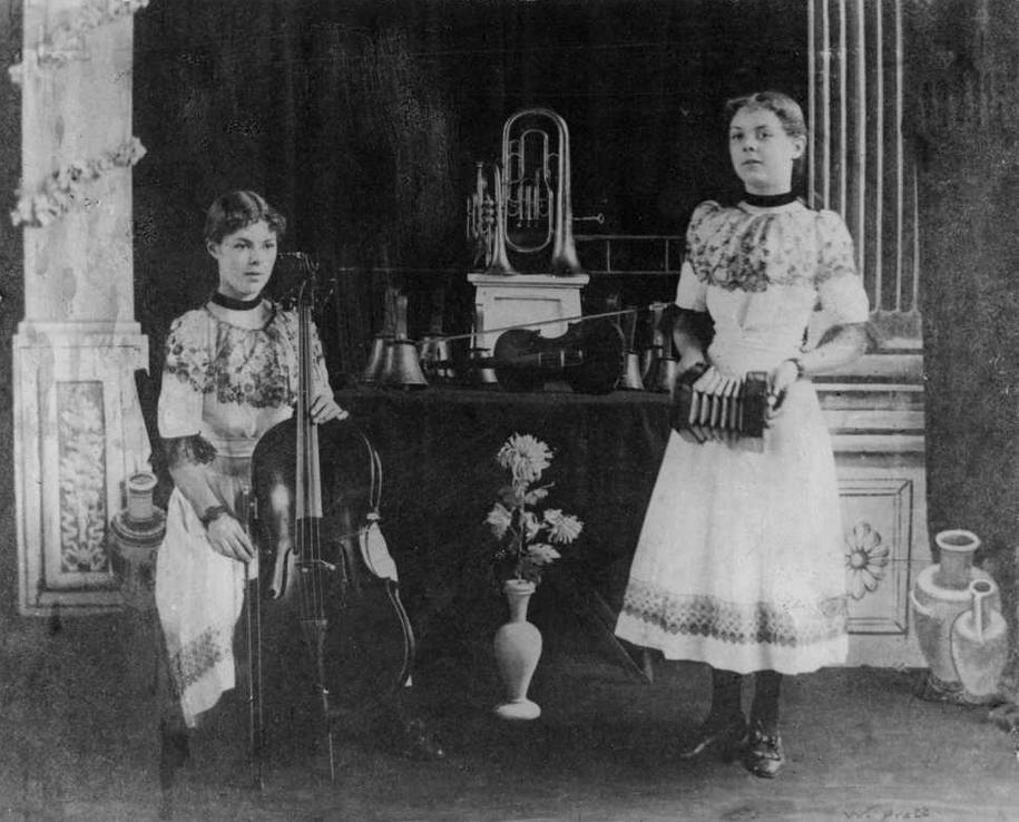 Blanche and Lilian Jeffrey c1903