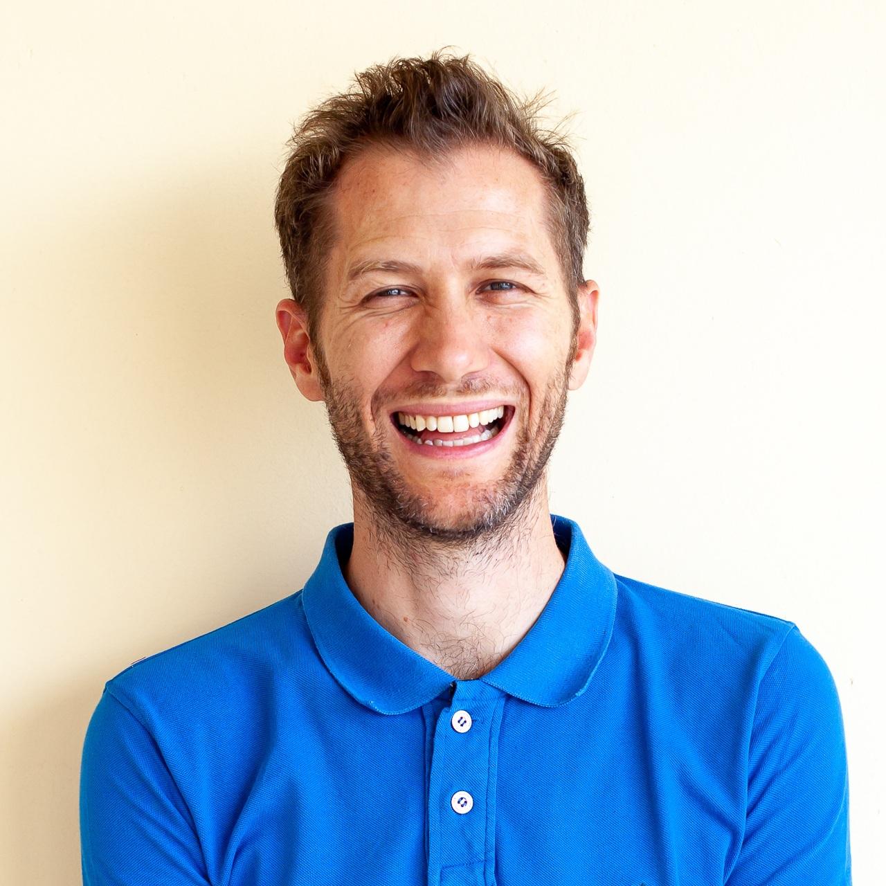 Nicolas Mirguet /Co-Fondateur - Ayant souvent hésité et navigué entre une carrière créative ou commerciale, il a choisi très vite la publicité pour justement allier les deux. Passé tour à tour par les plus grandes agences (FCB, TBWA ou Ogilvy) comme les nouveaux venus (Vanksen et Buzzman), il a toujours travaillé sur le digital en ayant exercé son goût pour la polyvalence sous différentes casquettes : créatif, chef de projet, consultant, stratégiste média sociaux et planneur stratégique. Une opportunité chez Ogilvy & Mather à Bangalore lui a permis de sauter le pas pour s'expatrier. Il assouvit aujourd'hui son envie d'entreprenariat avec la création et le développement de Titri.