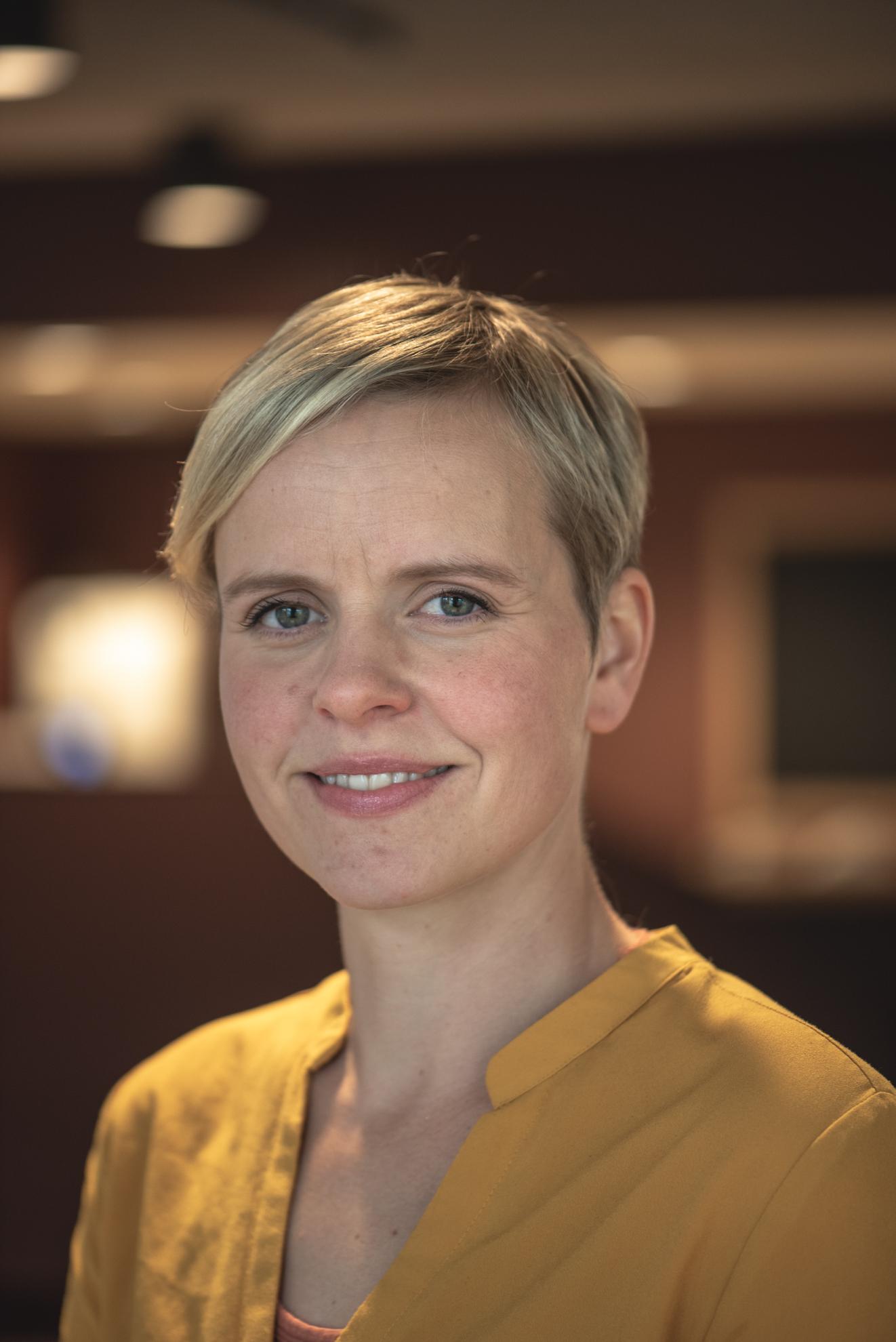 Ingvild Johanne Aarhus - Prosjektleder/rådgiver+47 405 52 401 · ingvild@skappa.noIngvild er utdannet innen aquaculture og ppu. Hun har bred erfaring fra oppdrettsnæringen, hvor hun har jobbet med forskning og utvikling innenfor teknologi og storskala produksjon. Hun er en erfaren prosjektleder og har blant annet vært med å etablere og drive næringsklyngen akvARENA. I Skåppå er hennes hovedområde prosjektledelse innenfor landbruks- og forskningsprosjekter. Hun er også Kompetansemegler for Forskningsrådet/Fylkeskommunen.Ingvild er sauebonde i Vestre Gausdal, og har kontorplass i Lillehammer men jobber i hele Gudbrandsdalen.
