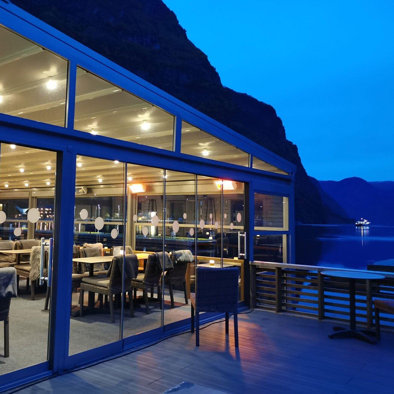 Restaurant_3.jpg