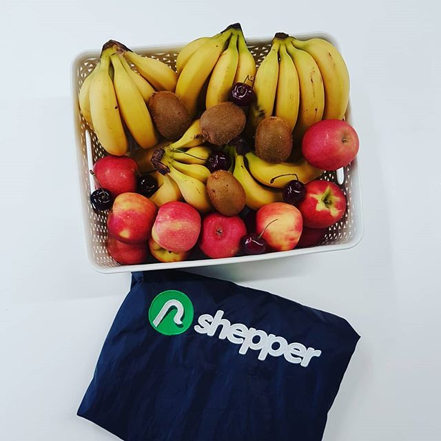 The Shepper team eating our five a day, every day! 🍒🍌🍎🥝 #shepperfamily #shepperteam #shepper #londonstsrtup #fruit #fruits #london #healthy