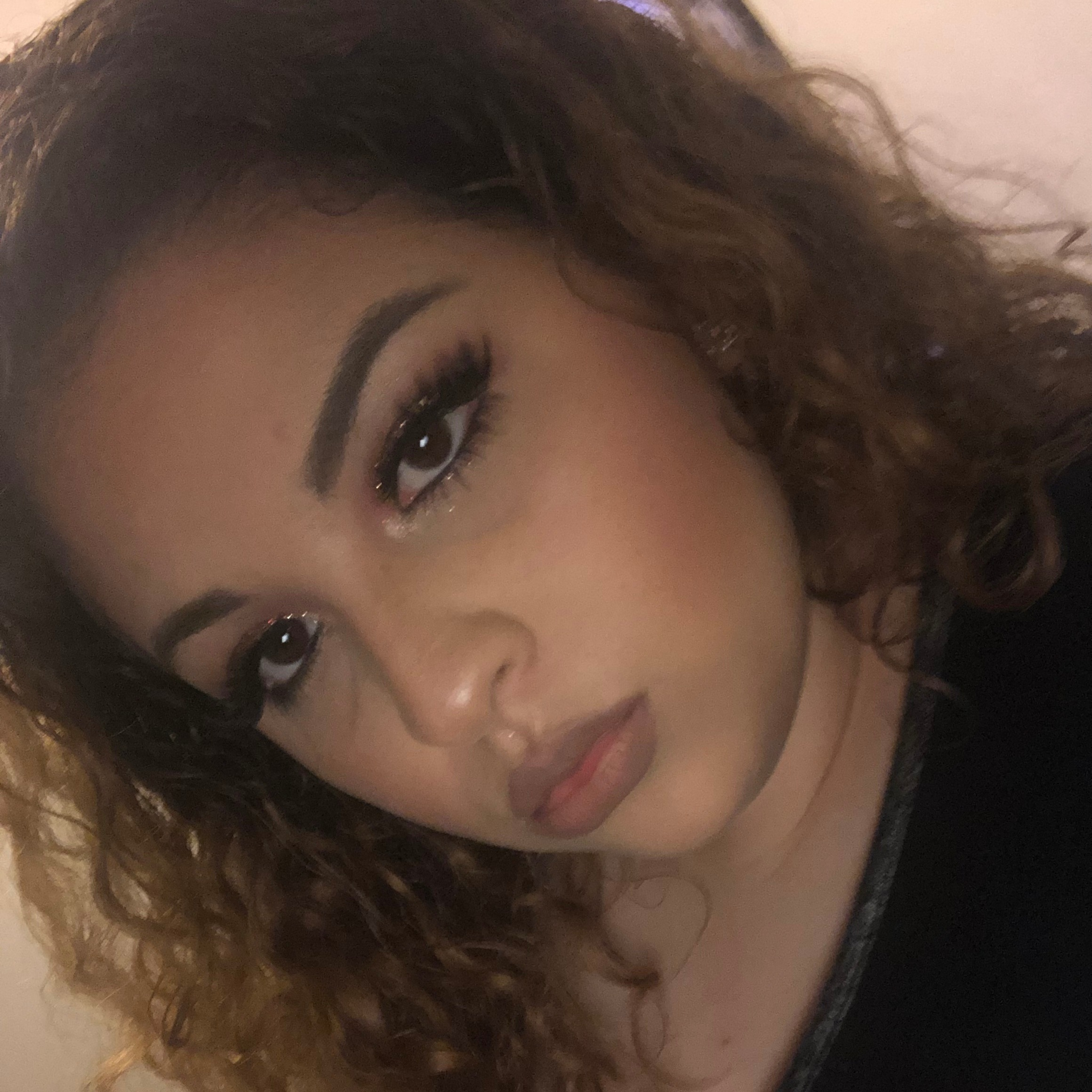 """@destinyxo__ - Discount Code:""""destinyxo""""I started doing makeup around 8 years old and fell in love. I love the freedom of creativity and creating art !-Destiny"""