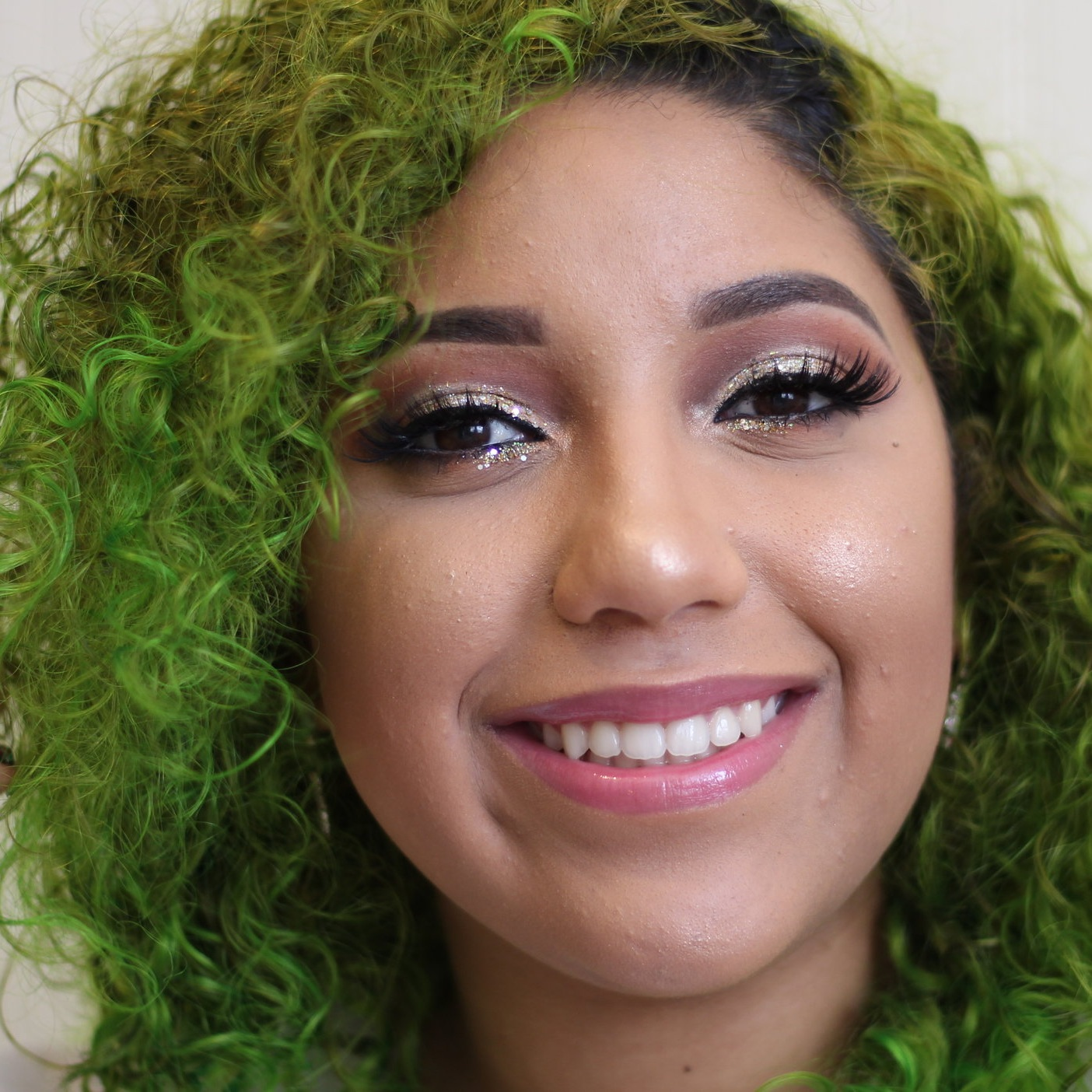 """@naiomi.makeup - Discount Code:""""naiomi""""I started doing makeup when I was about 15-16 years old and the love and passion for this has only been growing. I love doing bold, colorful, glam looks because I love being bold when it comes to hair and makeup. Also I am Puerto Rican and a christian, both things that define who I am and how my platform works because is not just about doing good makeup is also about getting a message out there doing it the way I know how to.-Naiomi"""