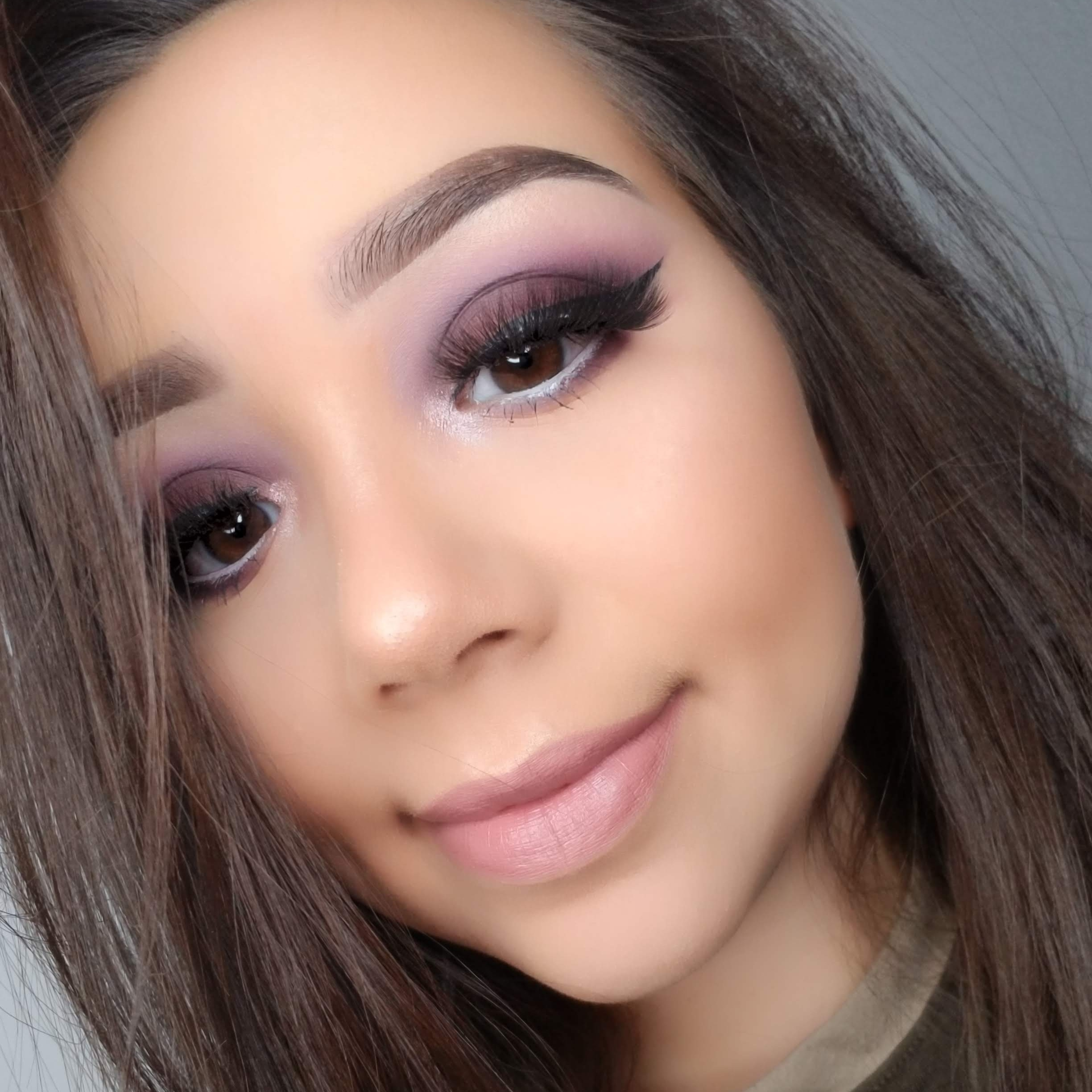 """@makeupbytania2 - Discount Code:""""tania""""I love makeup. And want to inspire people to create great and colorful looks.-Tania"""