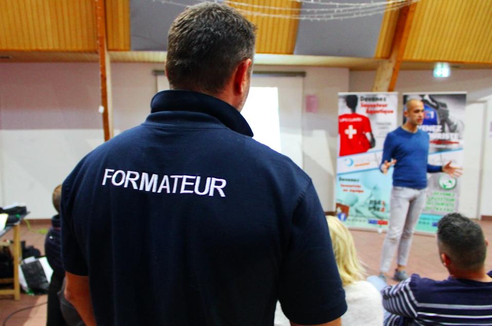 FormationPremiersSecoursEquipeJPG