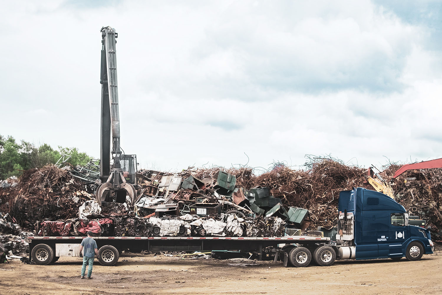 stuff-recycling-flatbed-trucking.jpg