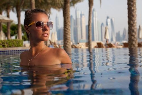 Lady_in_Luxury_pool_500_x_300.jpg