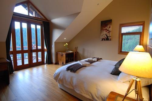 Stonefly_Lodge_bedroom_-_Journal_Size.jpg