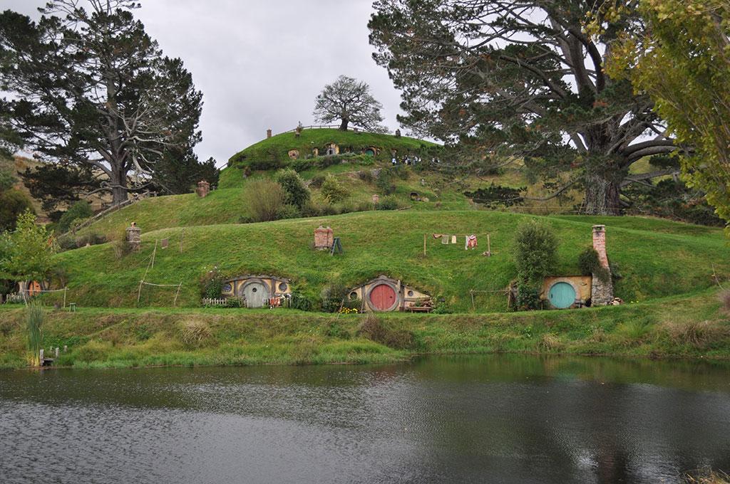 NewZealand-Hobbitmovieset-Viewfromriver.jpg