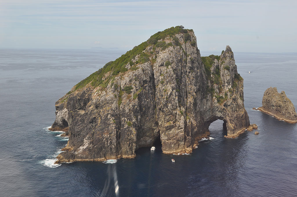 NewZealand-Viewfromhelicopter-Islandspotting.jpg