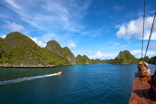 Tiger.Blue.anchored.at.Pulau.Wayag.Raja.Ampat.3.jpg