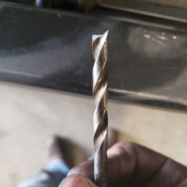 Resharpened a broken drillbit on a bench grinder.  Little skills like these are invaluable when working in a shop.  If given an opportunity to learn  soak it up, it will always be worth your time.  #elite #welding #shopskills #illfixit #skills #knowledge