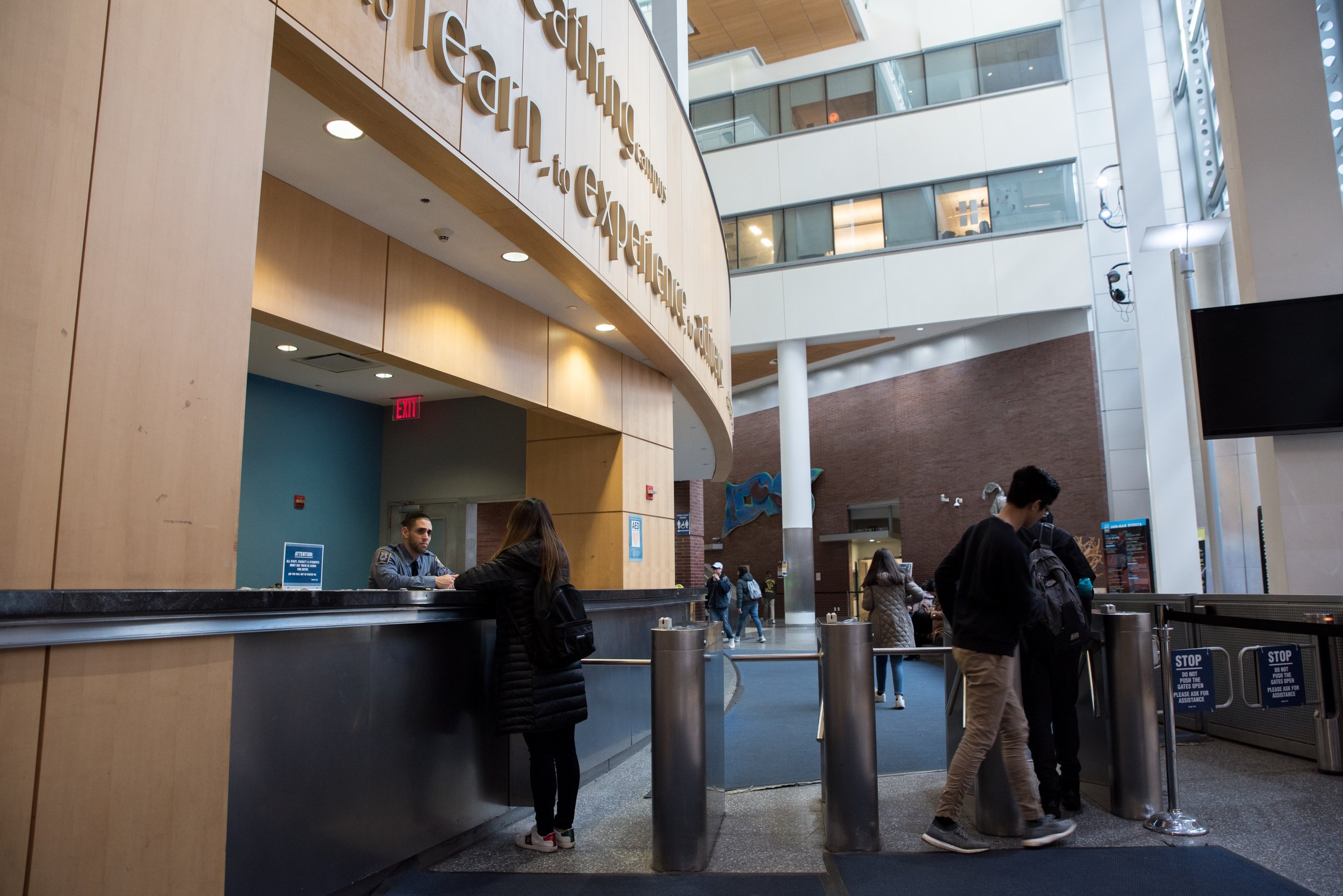 Campus Peace Officer Linzy Chapman spent the majority of his Baruch career in working in the Vertical Campus, including at the front security desk pictured above.  Julian Tineo | The Ticker