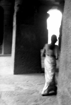 VICTORIA GOLDMAN ENTER THE TEMPLE , ELEPHANT ISLAND, BOMBAY, INDIA, 1988 GELATIN SILVER PRINT