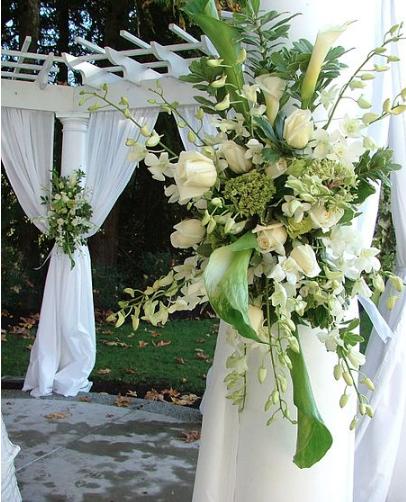1. Wedding Spray Framing Altar