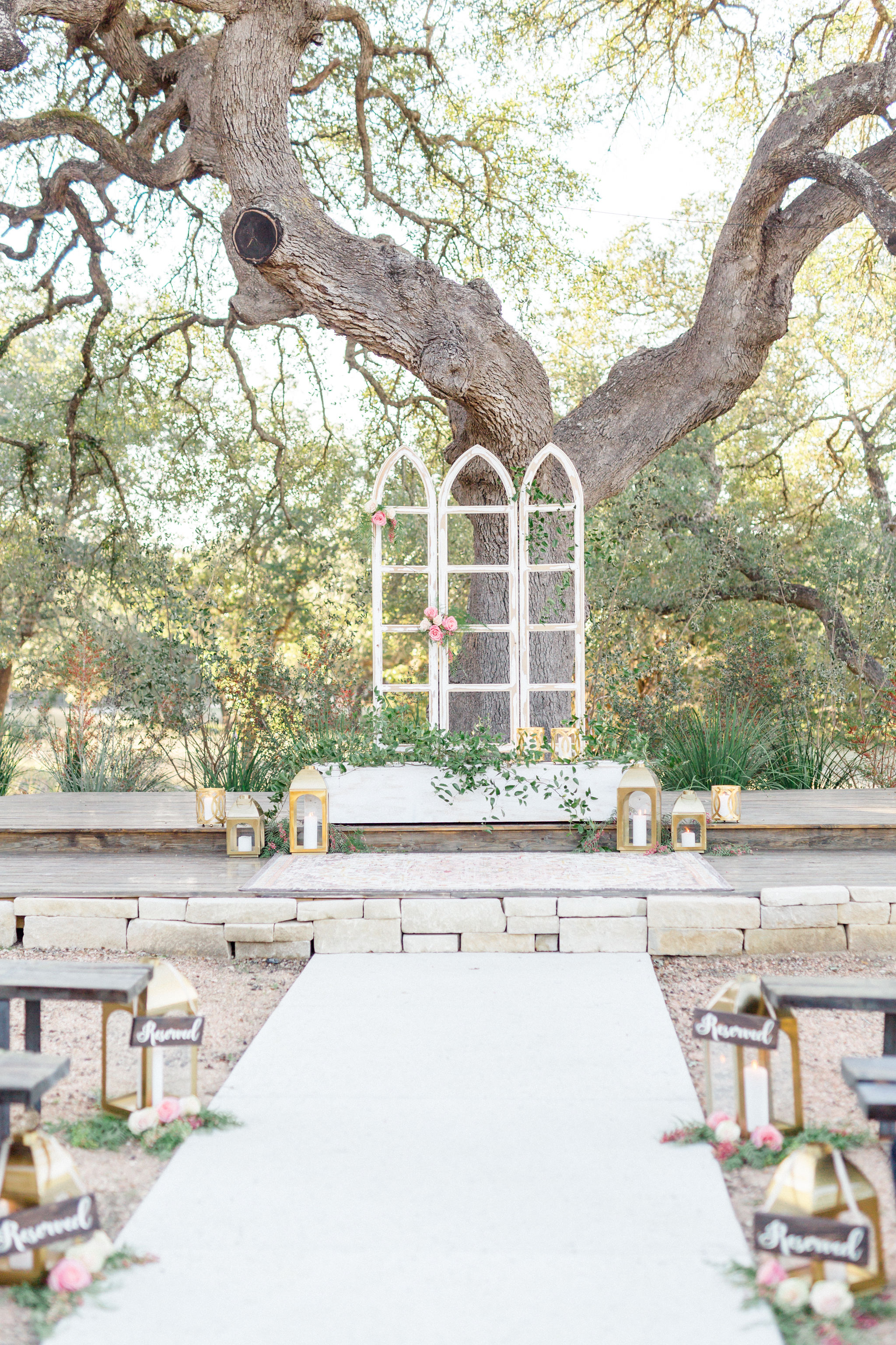 Photo:  Jessica Chole Photograph y | Rentals, florals, and styling:  Sue Bee Vintage Rentals & Floral Design