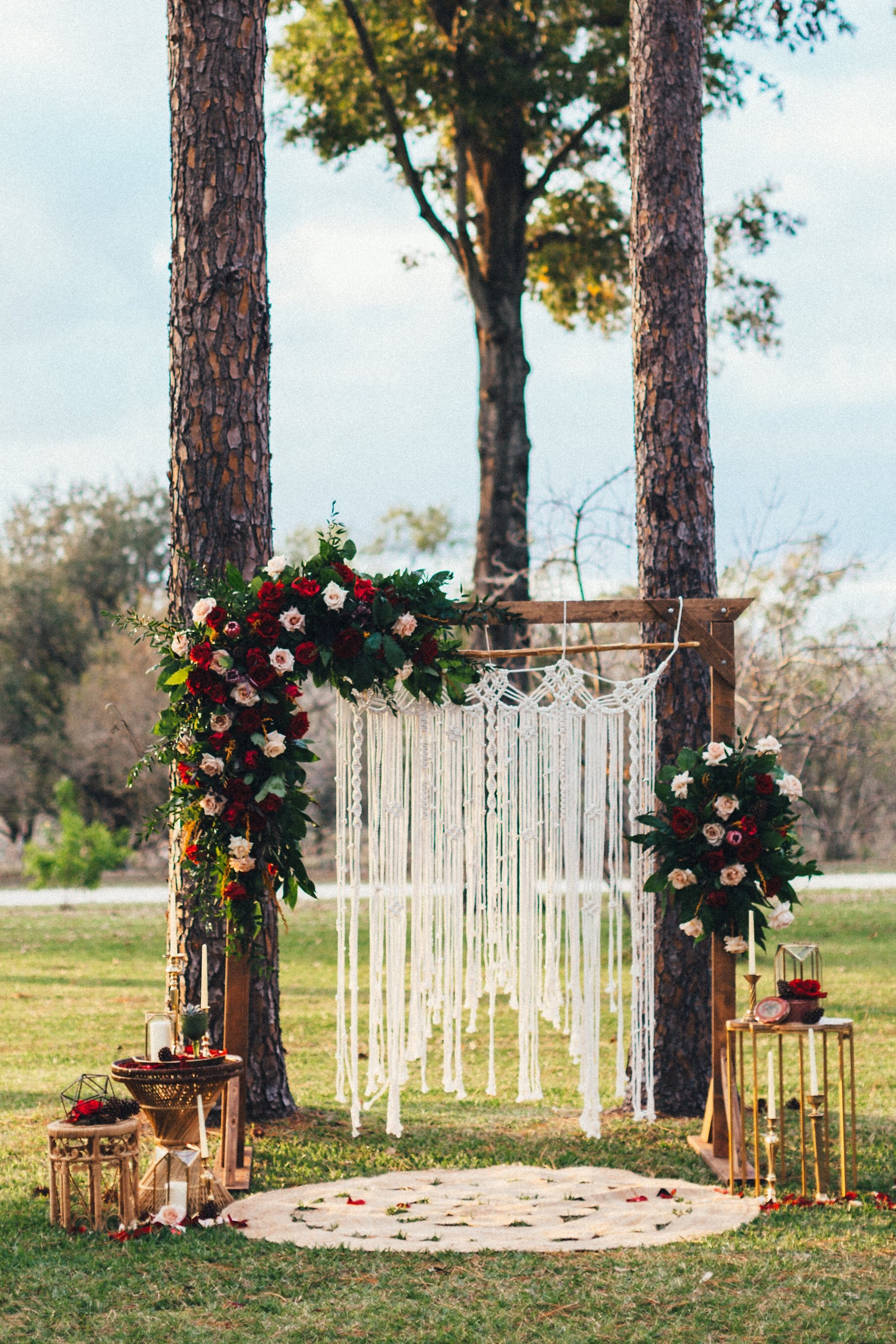 Photo:  Ashley Medrano Photography  | Floral:  DeVinnies Paradise Flowers  | Rentals+Styling:  Rustic Romance Rentals