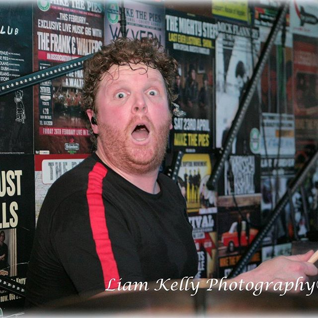 Anyone want to caption this bad boy??? @mikethepies #liamkellyphotography #live #gigs
