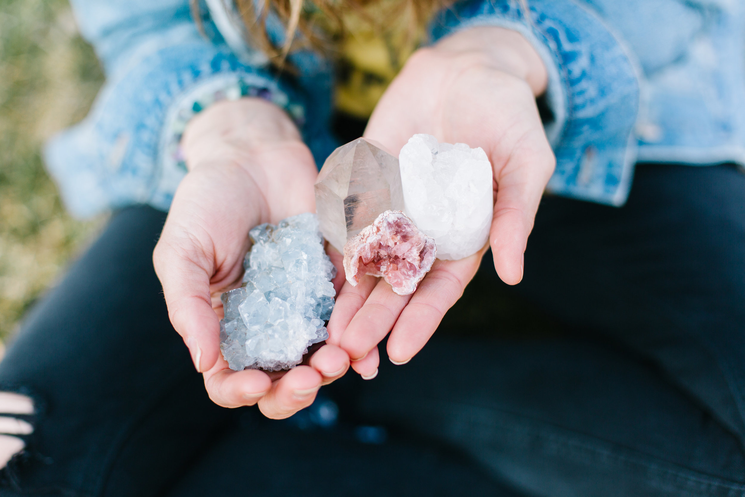 2. Crystal energy support - We believe in the power of vibrational energy. Each month we will share the benefits and creative ways to use a specific crystal. The consciously chosen crystal will support you with the intention of the month.