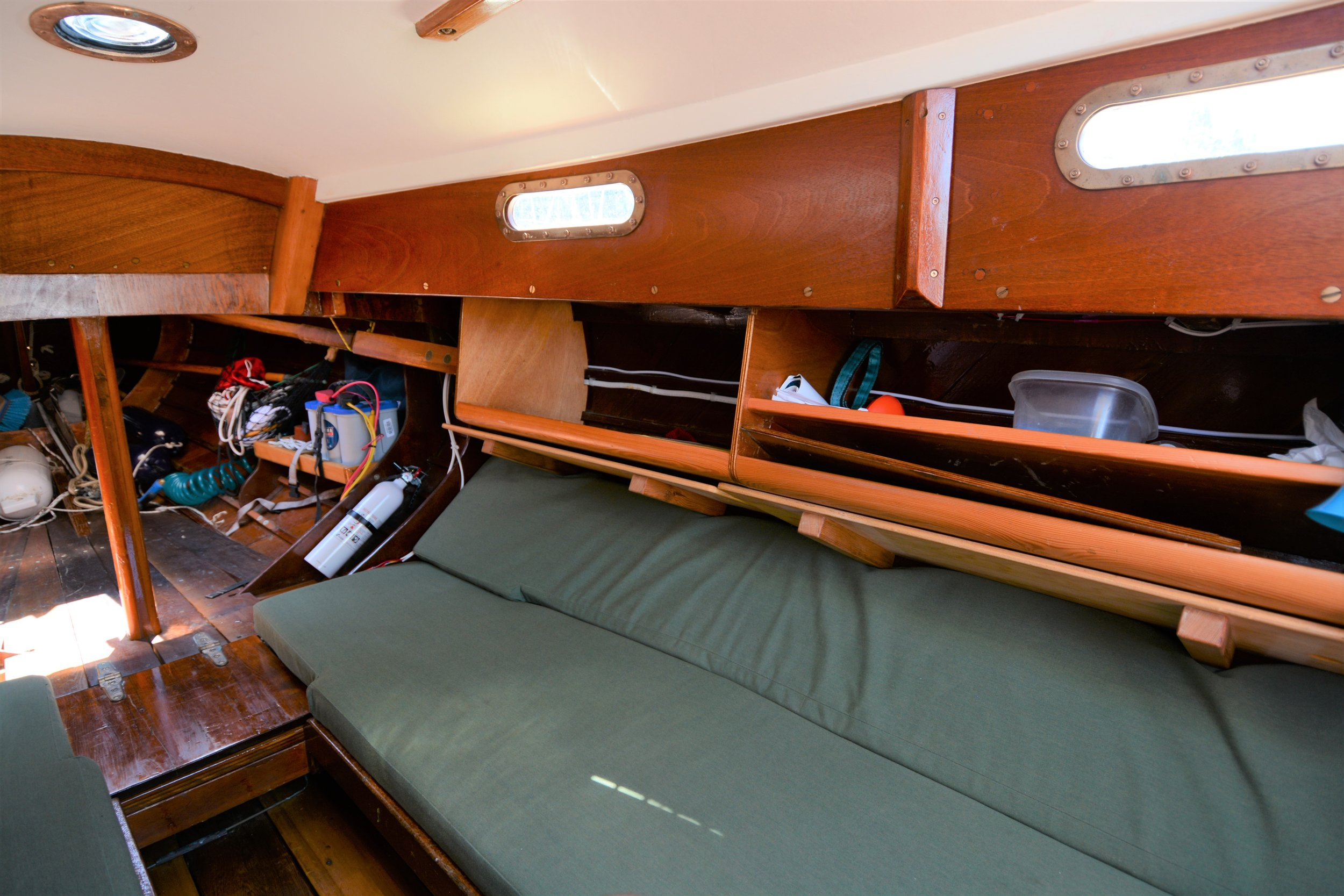Starboard settee/bunk