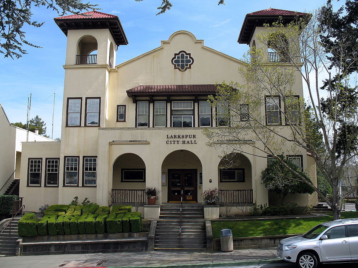 1200px-Larkspur_City_Hall_400_Magnolia_Ave_Larkspur_CA_3-21-2010_1-56-19_PM.JPG