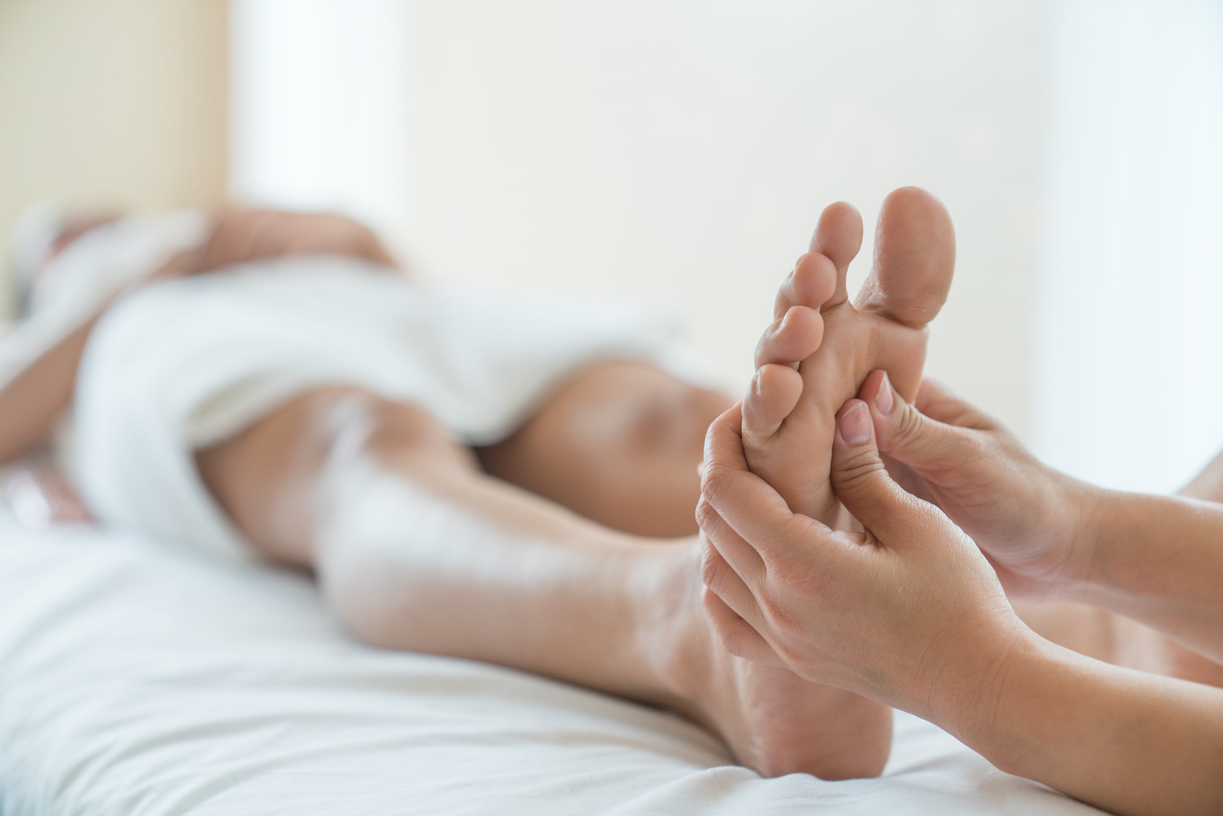 Reflexology Massage - Enjoy a head, shoulder, and arm massage while your hands and feet soak in a soothing warm water bath.Click here to see add-on services!Rates:30 minutes $40 Regular | $30 Member60 minutes $60 Regular | $50 Member90 minutes $90 Regular | $75 Member