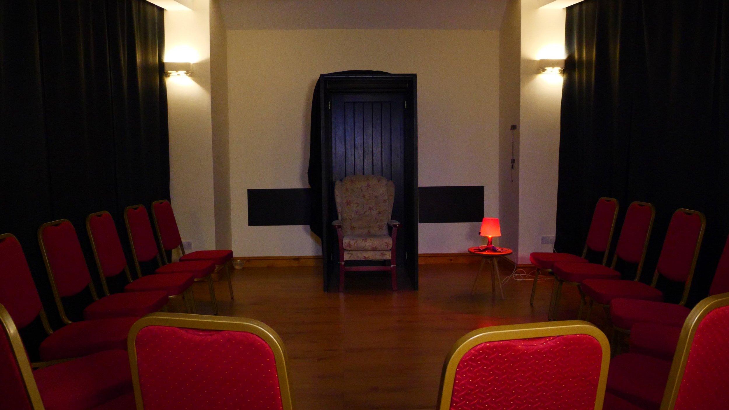 room circle chairs .jpg