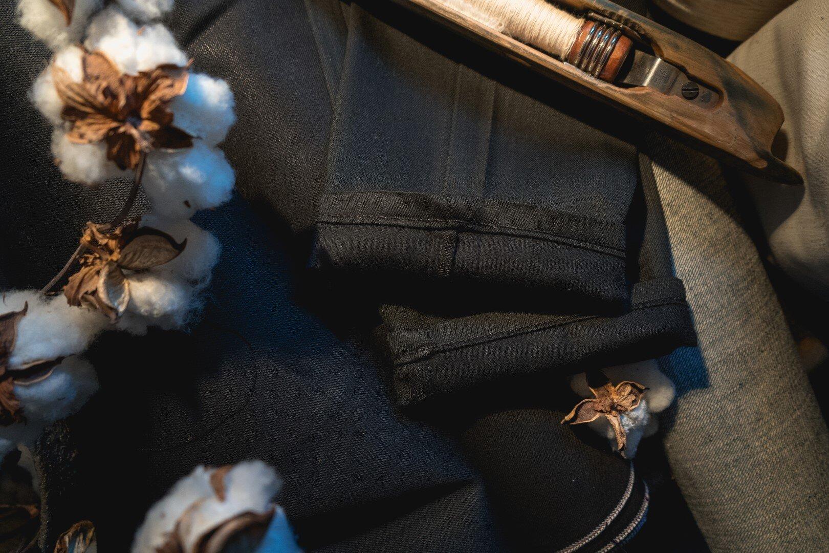 Black Cashmere - Cuff