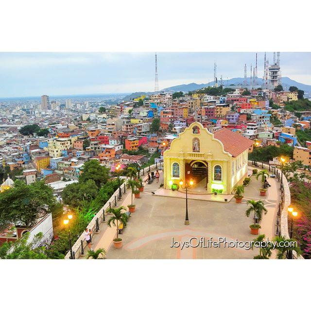 Vista desde el Cerro Santa Ana...con La Capilla Santa Ana #ecuador, #guayaquil, #cerrosantaana, #joysoflifephoto, #photographer #photography, #traveler