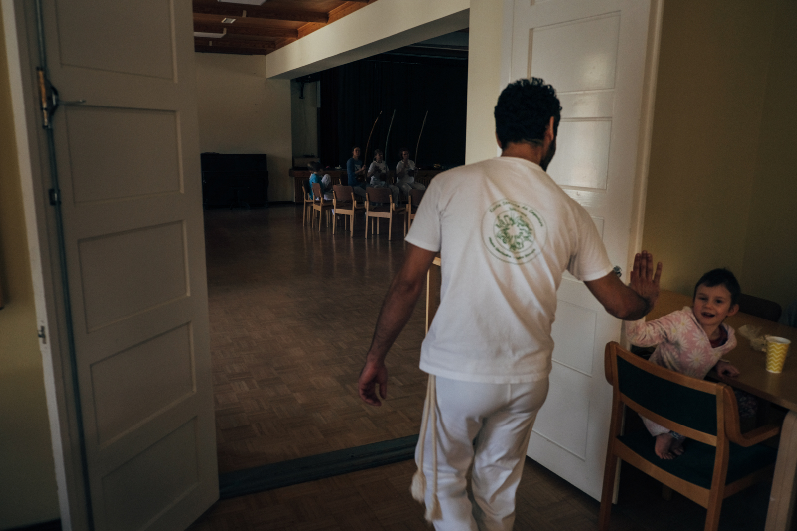 """Ihab decided to take part to a Capoeira meeting with the participation of a Brazilian """"maestre"""". People are always nice with him and he's never experienced any discrimination because of his nationality."""