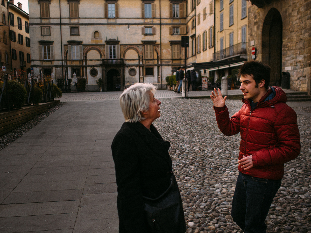 Sean lives in Bergamo with his mother and sister during the week, where he attend the artistic school. Walks, trips, and activities keep Sean busy and help him to avoid isolation and solitude, things that make him feel worse and harder to control.