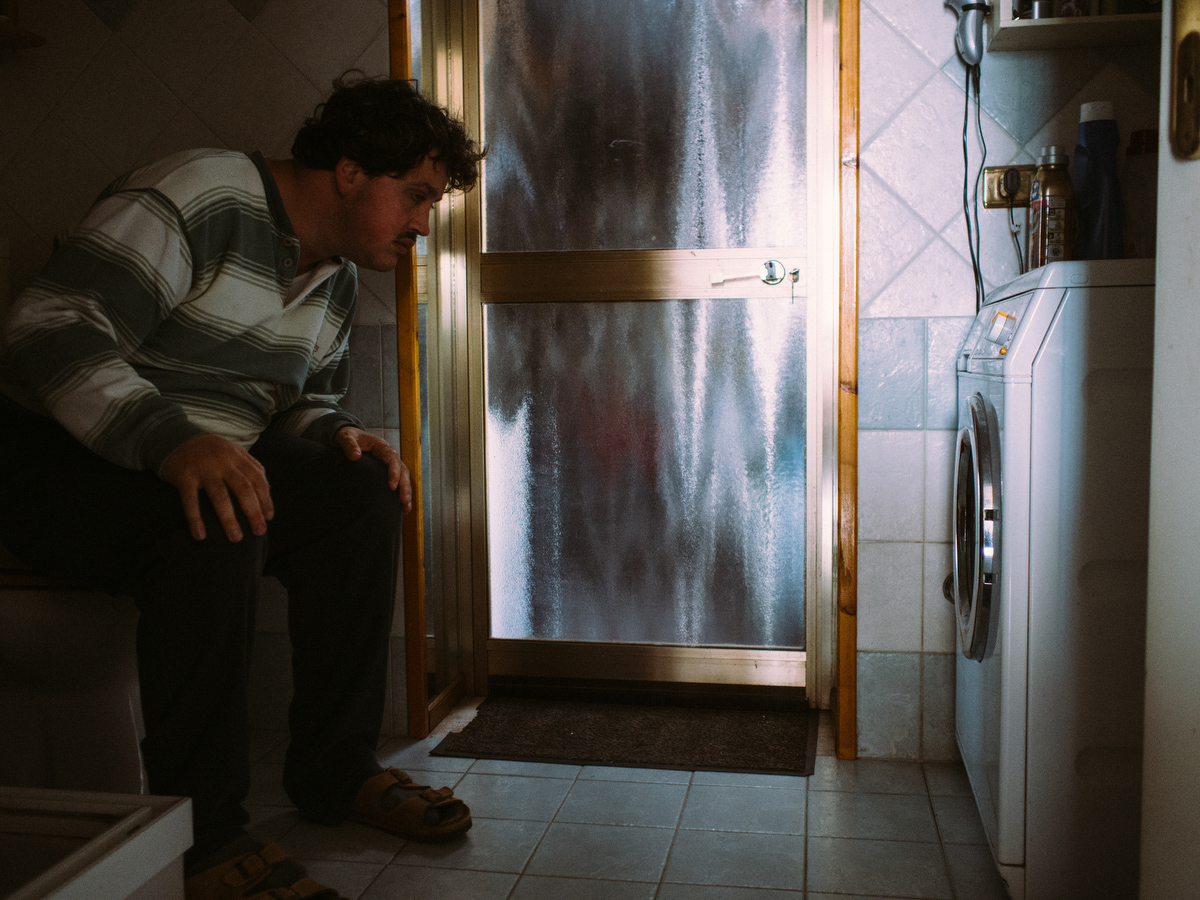 Filippo spends many hours a day lost in his thoughts, doing things that keep him calm. One of these is to watch the washing machine spinning.