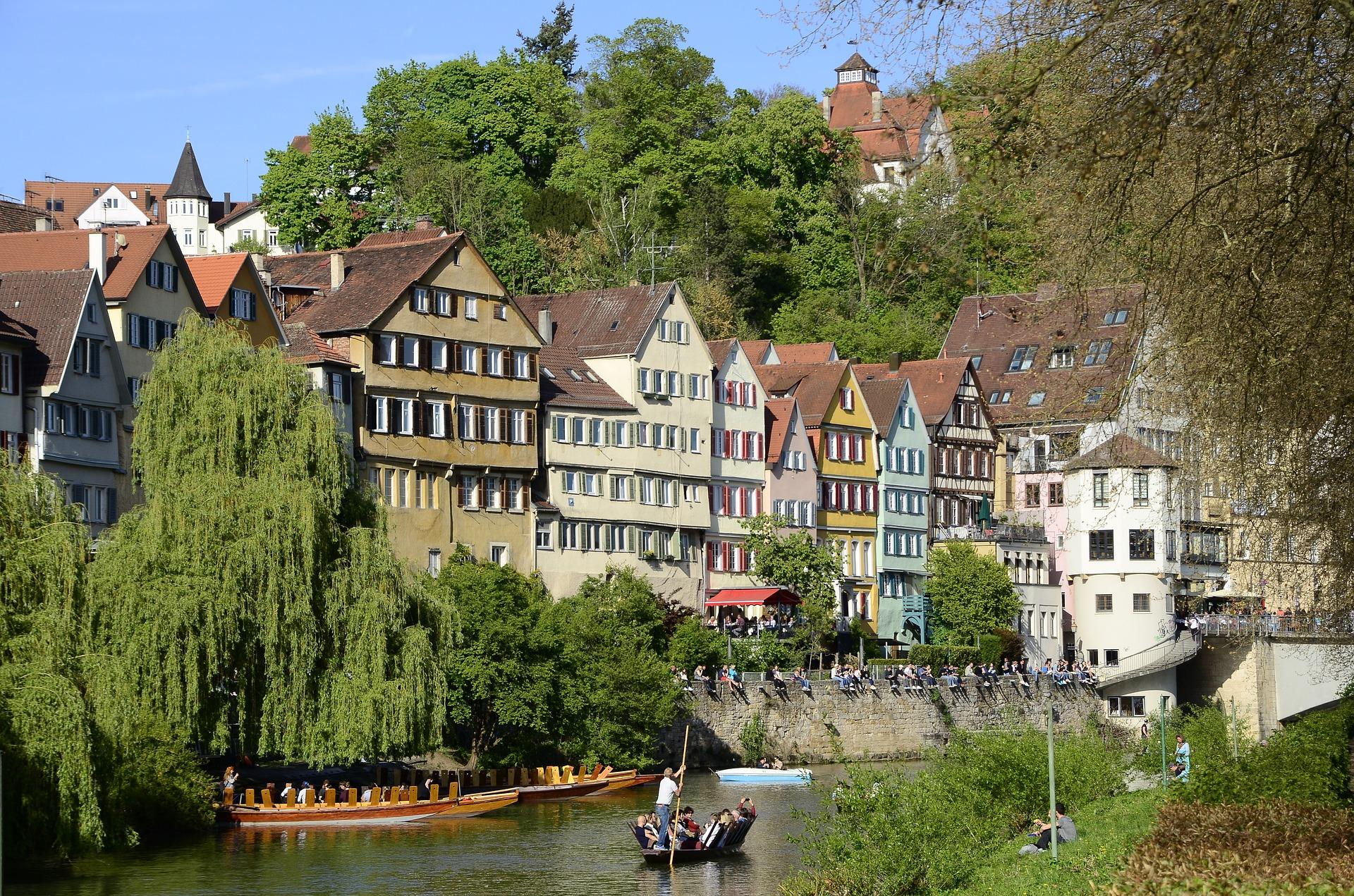 La jolie ville de  Tübingen  (en français Tubingue)