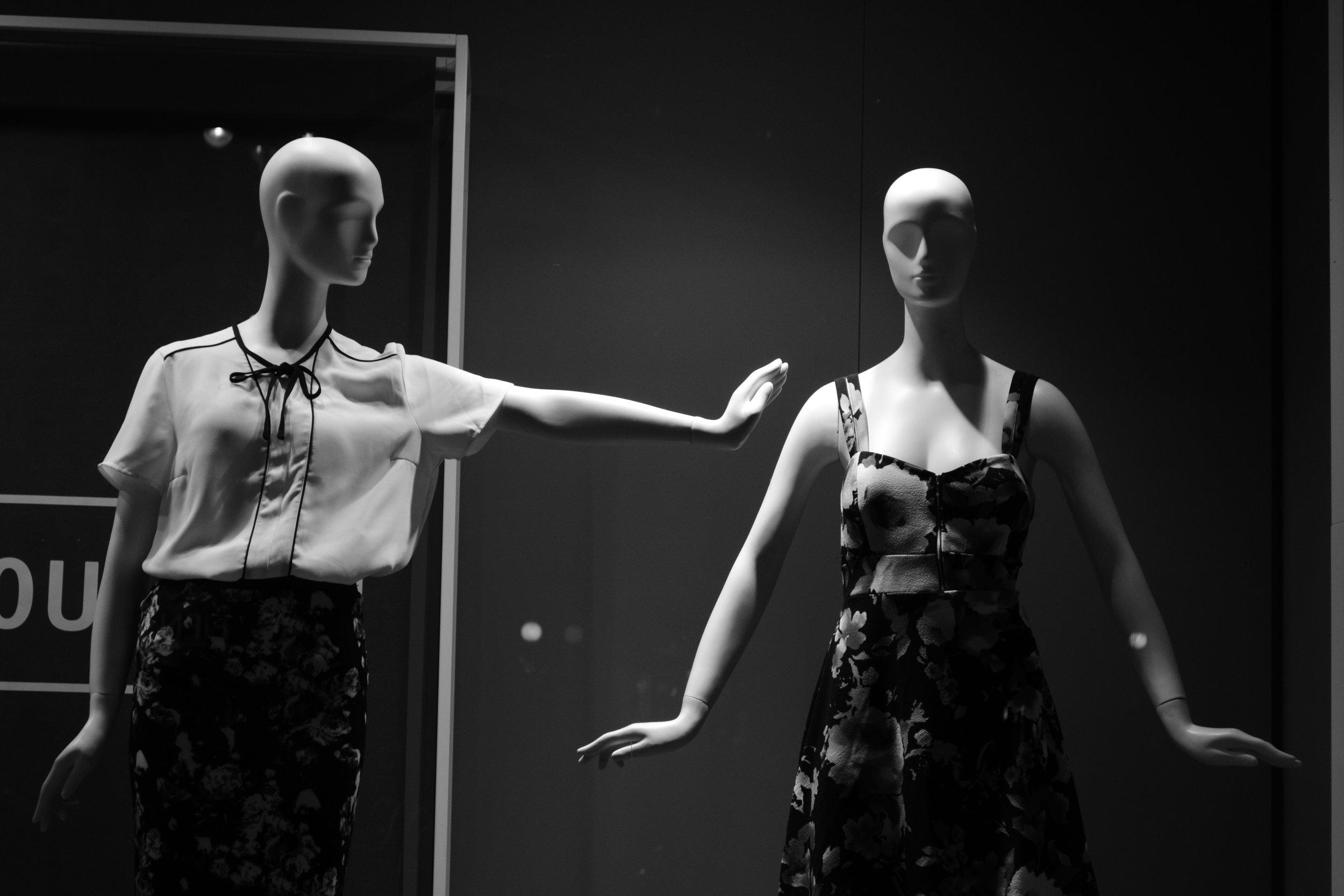 the strut APPLICATION - Male + Female Models