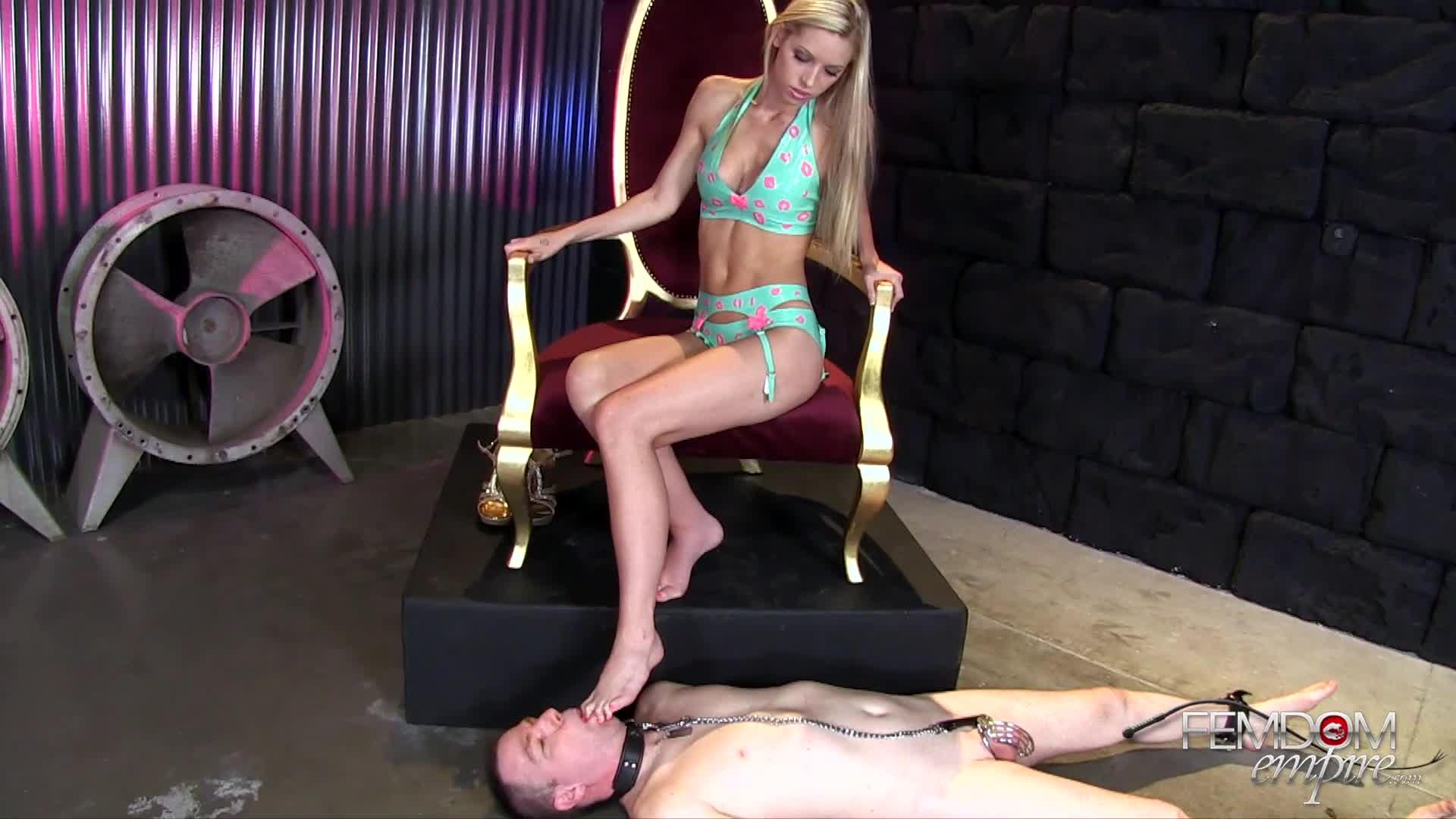 1446760841_femdomempire-brooke-logan-bitchy-princess-toes.jpg
