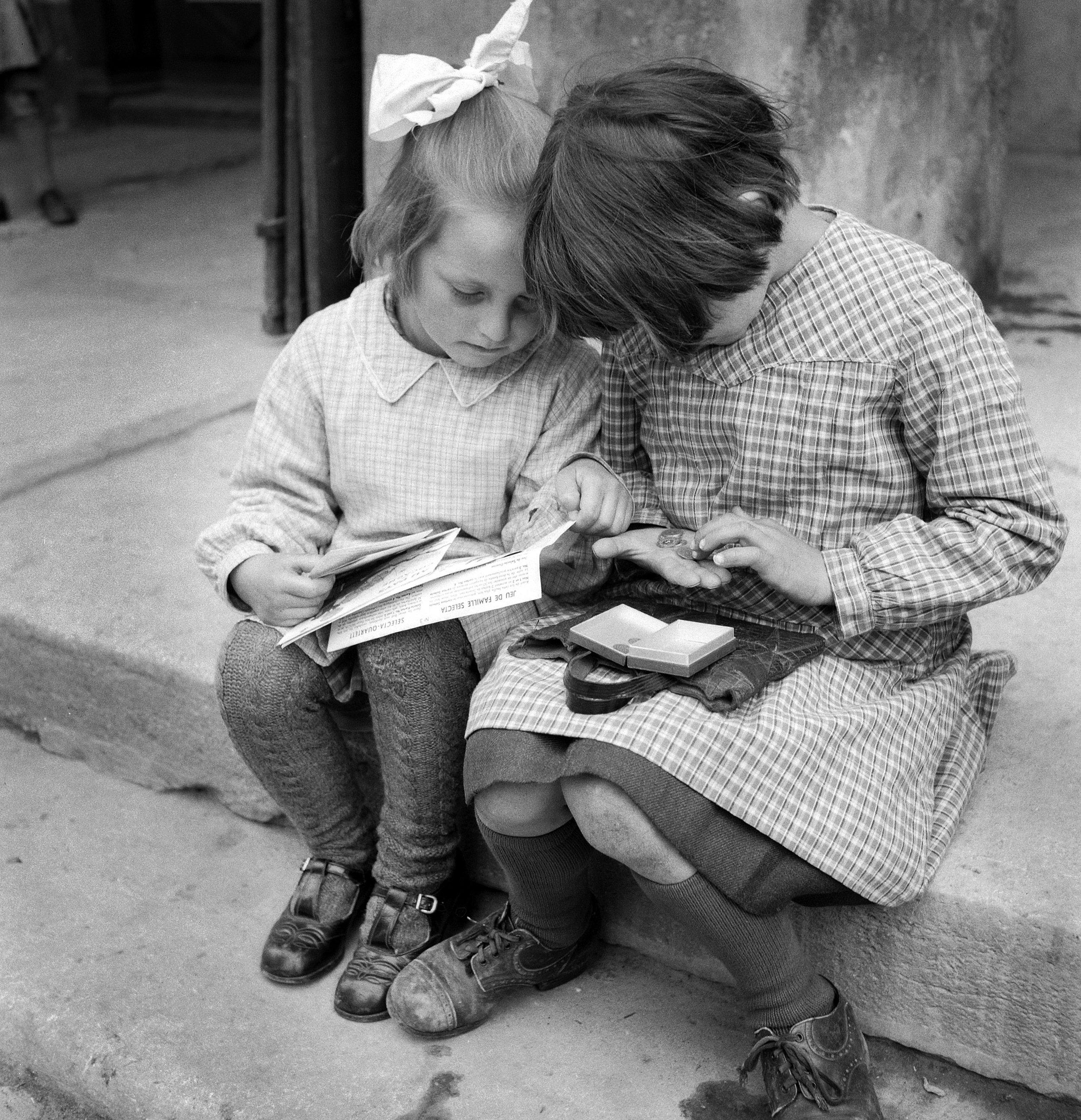 Mädchen beim Geld zählen, Estavayer-le-Lac 1943