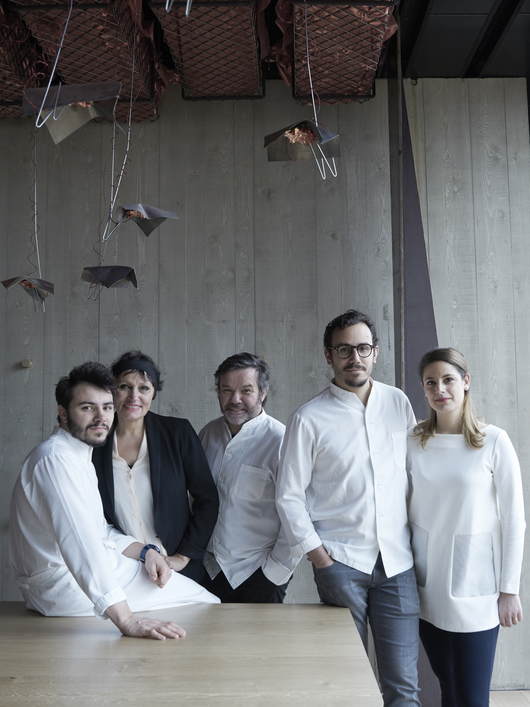 Léo, Marie-Pierre, Michel and César Troisgros, with partner Fanny Pralus, in Ouches. Image credit: letemps.ch