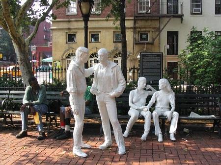 gay statue men women.jpg