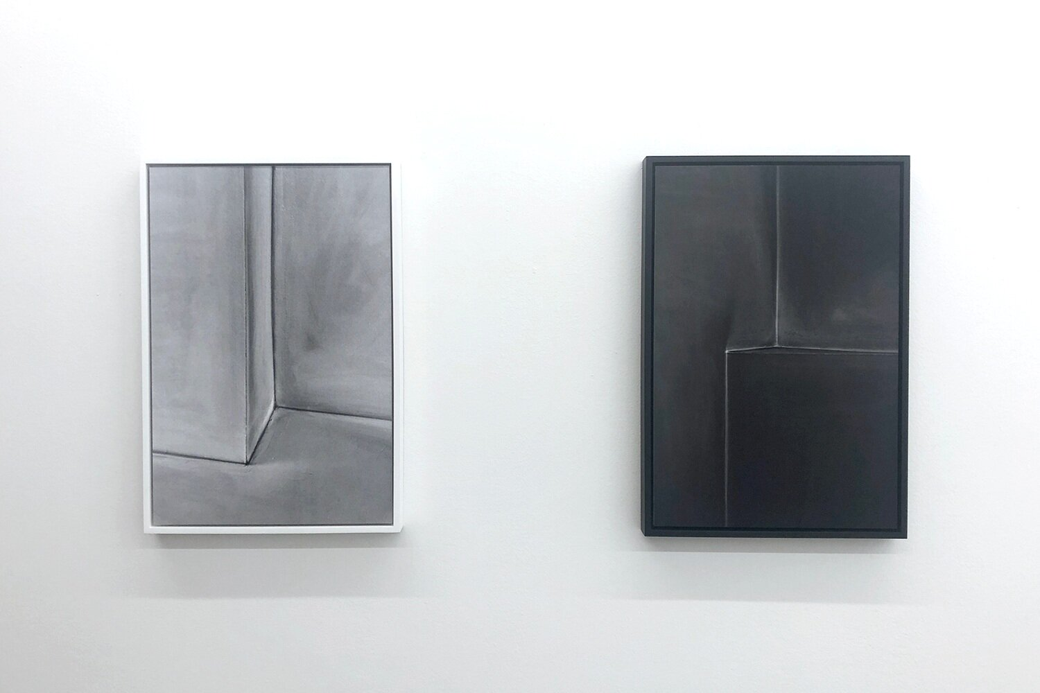(Living) room, light and dark charcoal drawing, at Galerie Caroline O'Breen