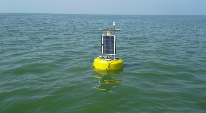 Buoy collecting data for harmful algal bloom monitoring and research in Western Lake Erie. Credit: NOAA.