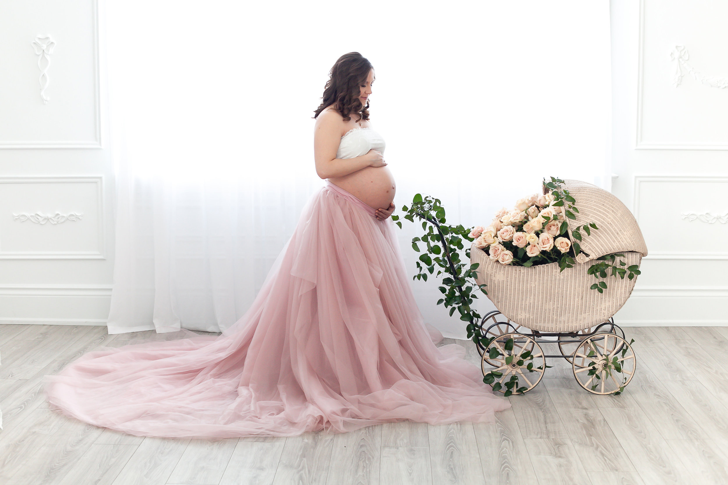 Ultimate_Maternity_Shoot_Fresh_Flowers_Petra_King_Photography