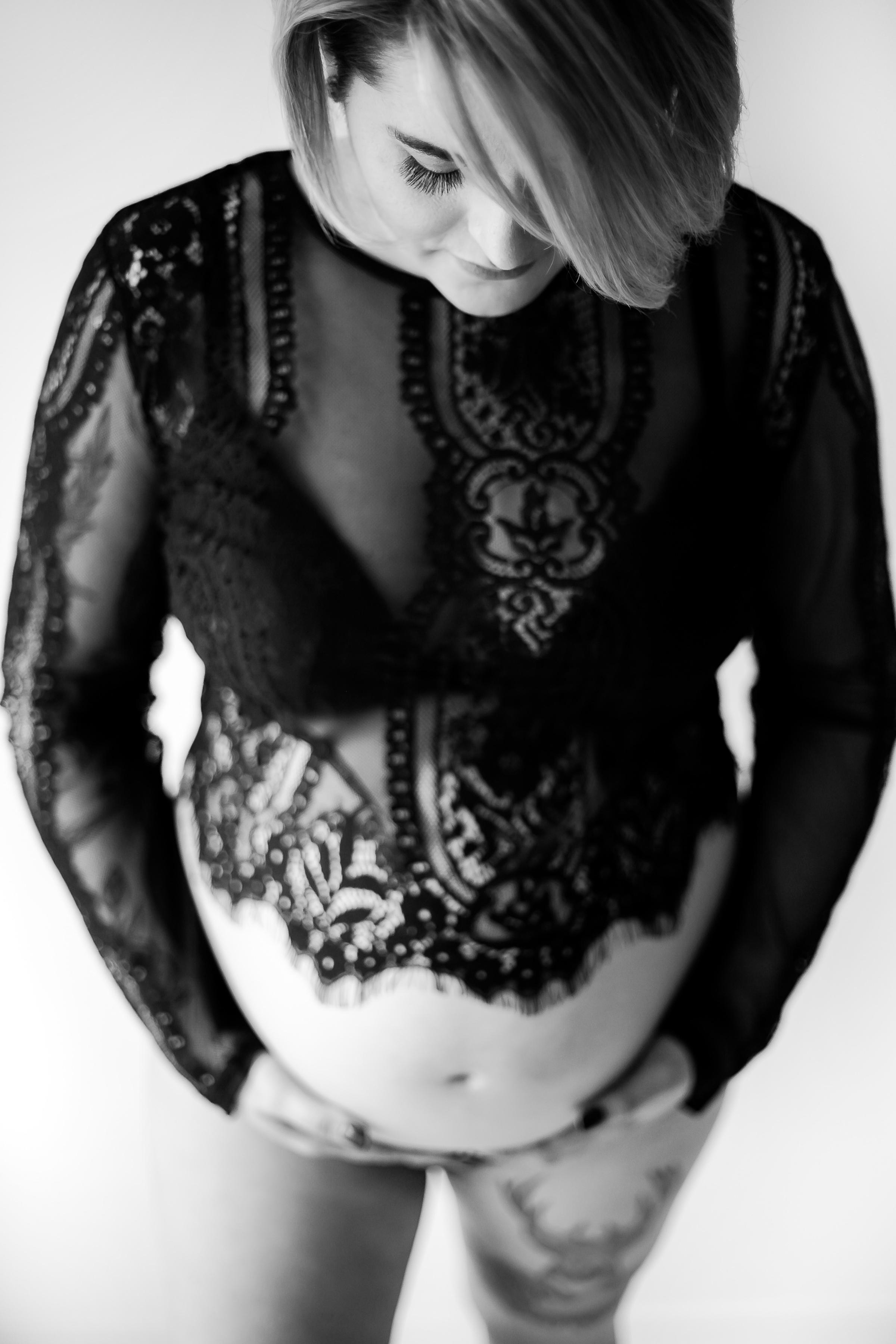 Classic_Boudoir_Maternity_Photographer_Oshawa_Whitby_Port Perry_Toronto_Petra_King_Photography