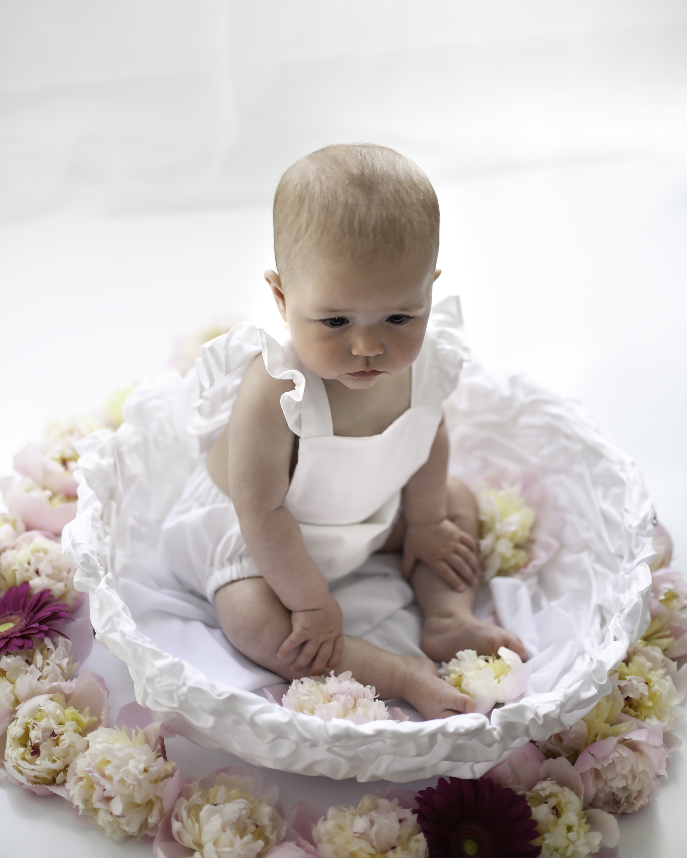 Six_Months_Fresh_Flowers_Session_Oshawa_Baby_Photographer_Petra_King_Photography