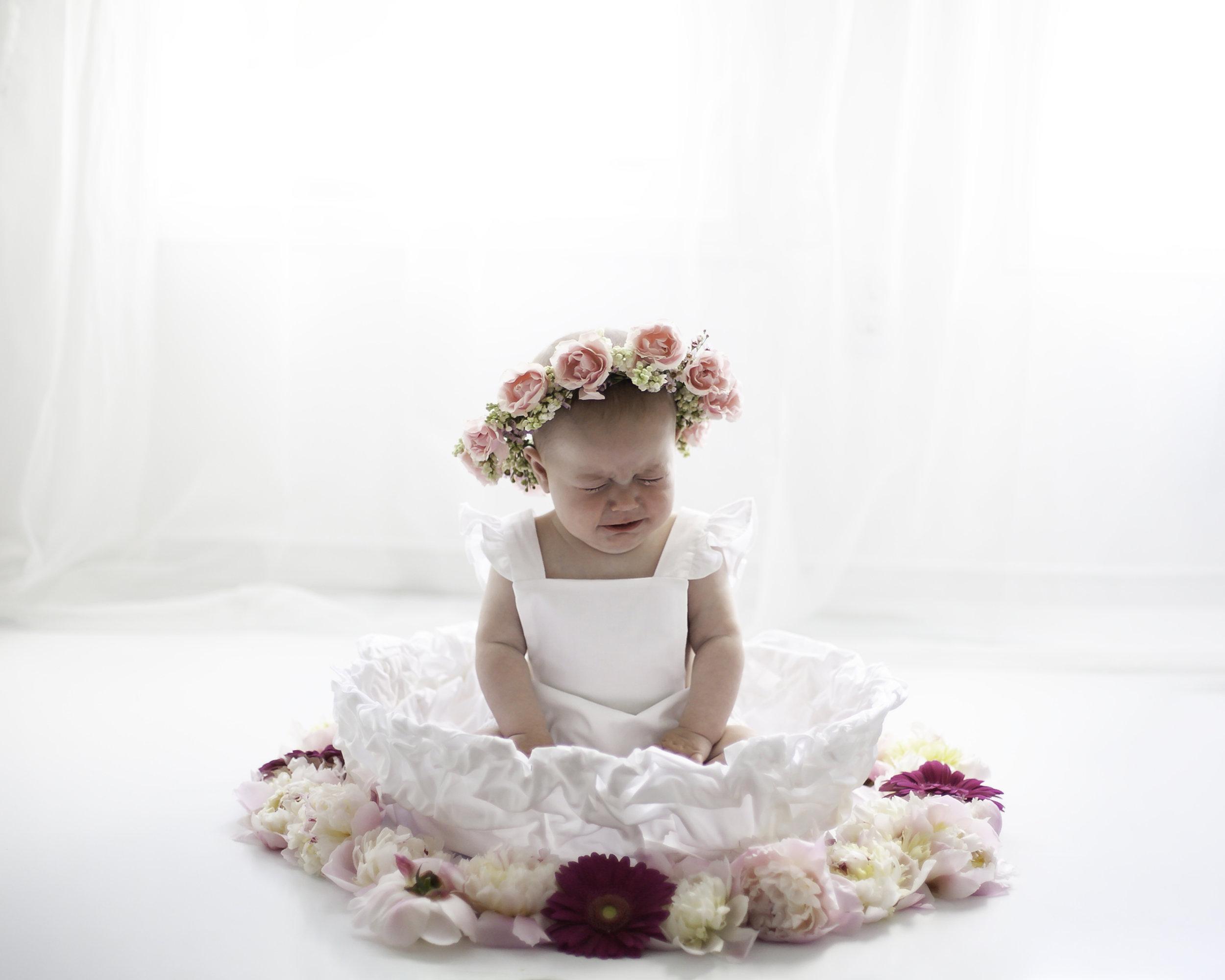 Baby_Emotions_Fresh_Flowers_Oshawa_Toronto_Baby_Photorgapher_Petra_King_Photography