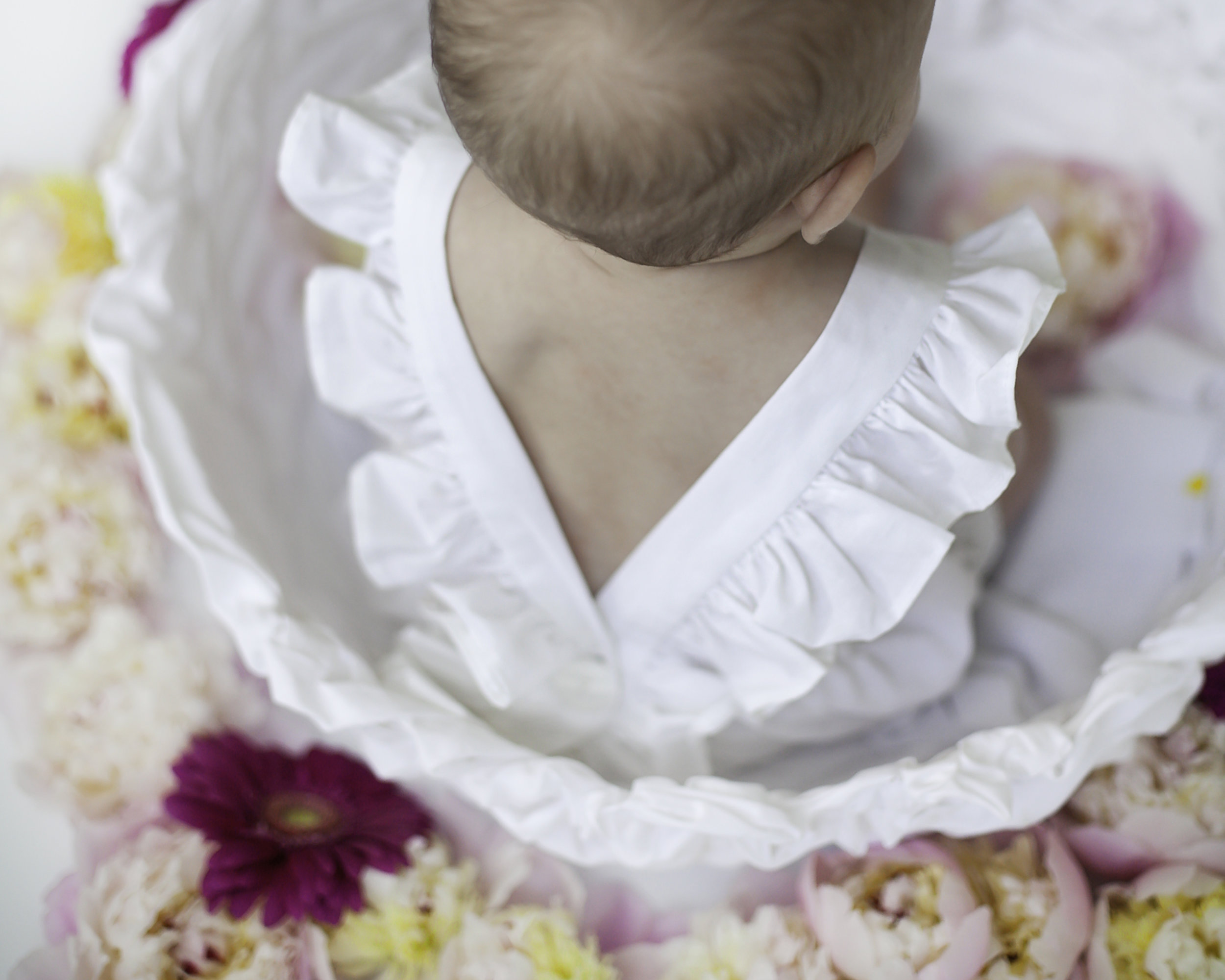 Baby_Details_Fresh_Flower_Session_Toronto_Baby_Photographer_Petra_King_Photography