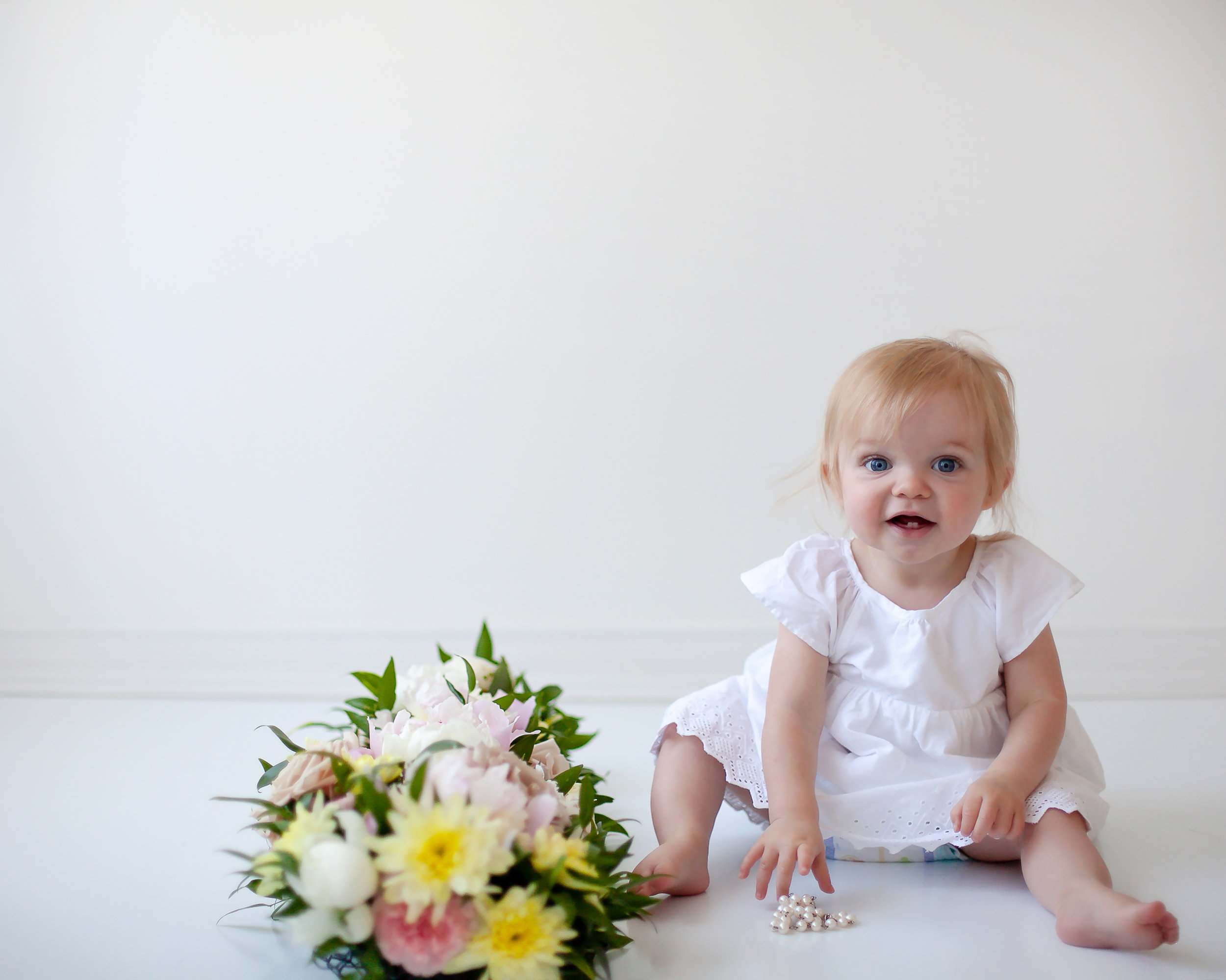 Oshawa_Bowmanville_Whitby_Baby_Floral_First_Birthday_Photograprher_Petra_King_Photography