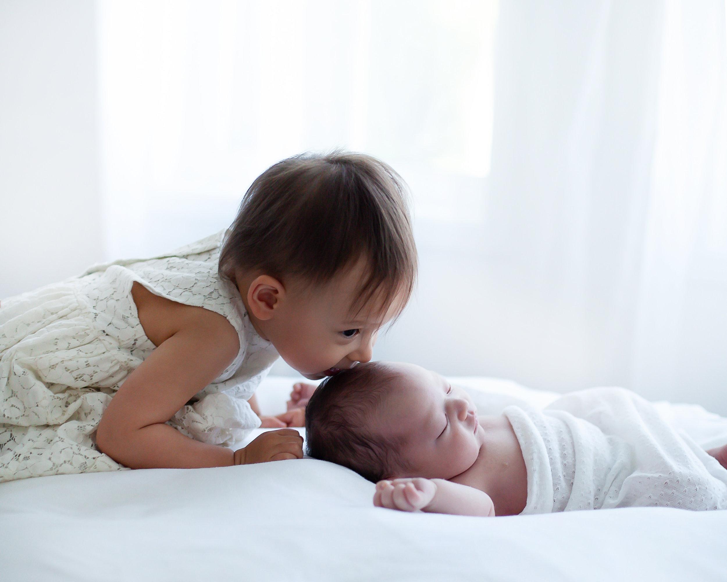Oshawa_Toronto_Ajax_Sibling_Sisters_Baby_Photography_Studio_Petra_King_Photorgaphy