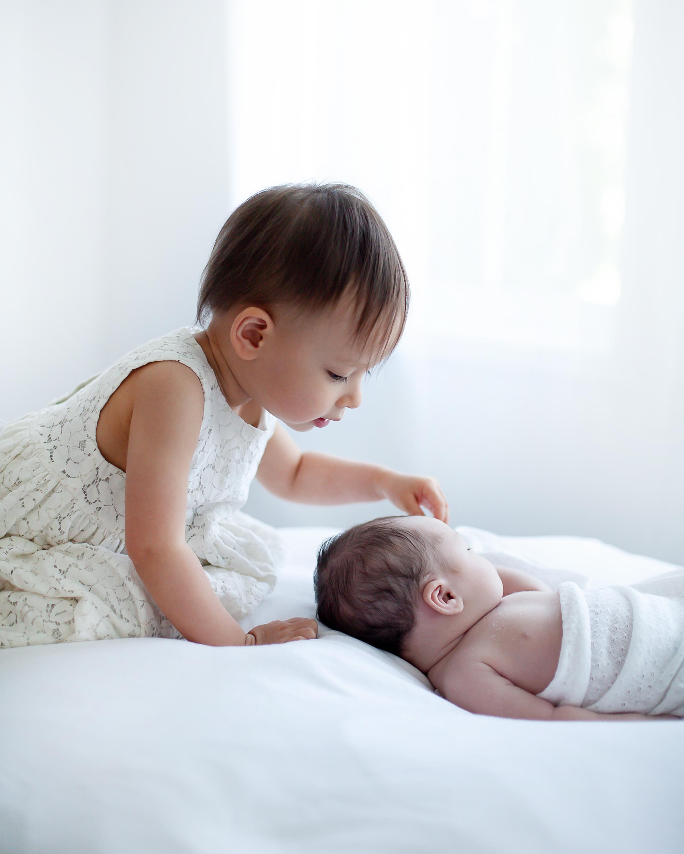 Oshawa_Toronto_Ajax_Sibling_Baby_Art_Photography_Studio_Petra_King_Photorgaphy