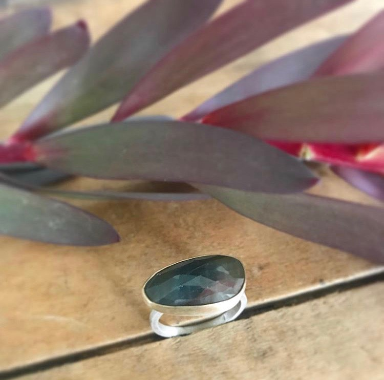 Red/Green Rose-Cut Sapphire & Gold Ring