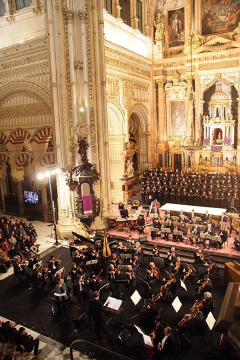 Kaska conducting in Córdoba, Spain
